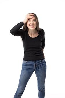 白で隔離された積極的に身振りで示す女性 Premium写真