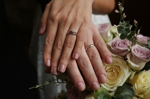 結婚した女性と男性