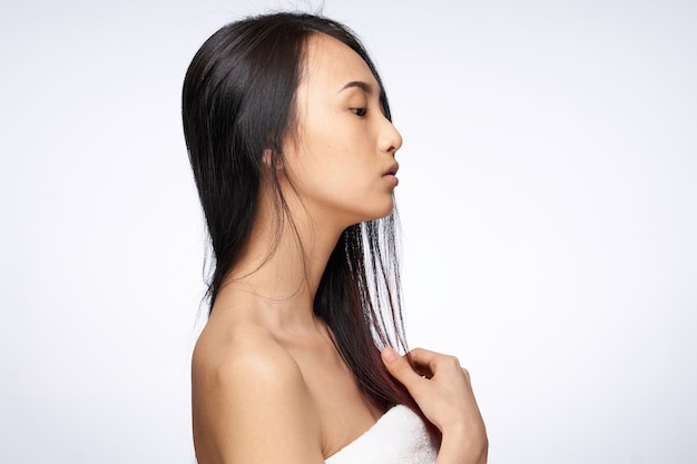 女性アジア人の外観きれいなスキンケアライフスタイルライトウォール