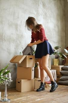 新しい家での女性