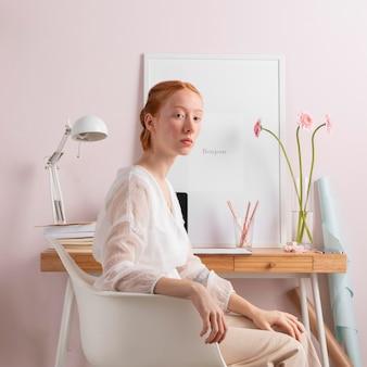 自宅の職場の女性