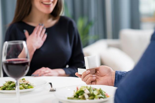 Женщину просят жениться на ее парне