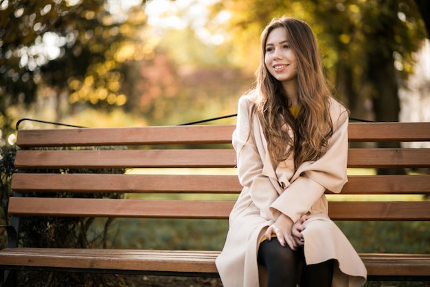 Donna in panchina