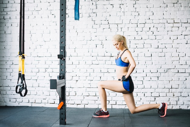 Woman in blue sportswear doing lunges Free Photo