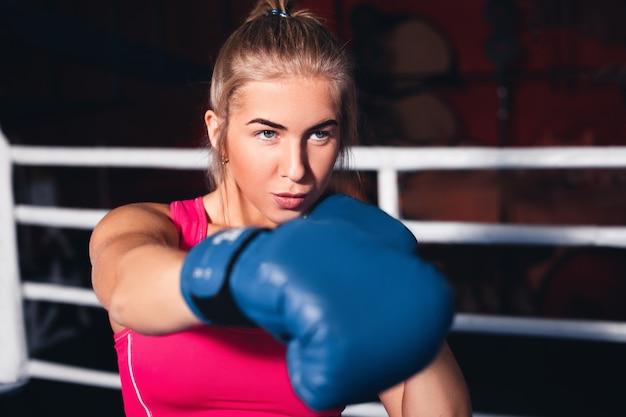Женщина бокс