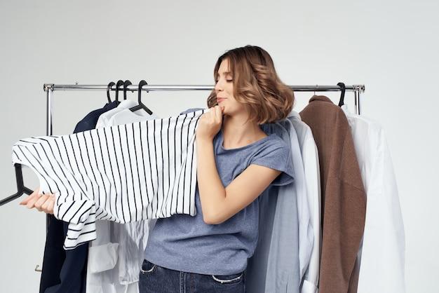 현대적인 스타일 고립 된 배경에 맞는 여자 옷