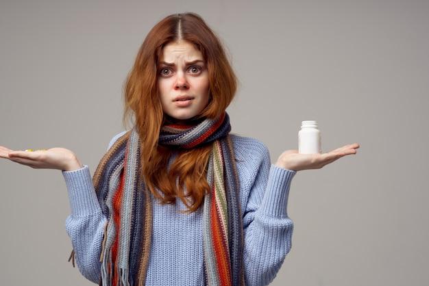 風邪薬を服用している女性明るい背景