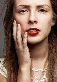 Плачущая девушка красоты. красивая модель woman cry. слезы
