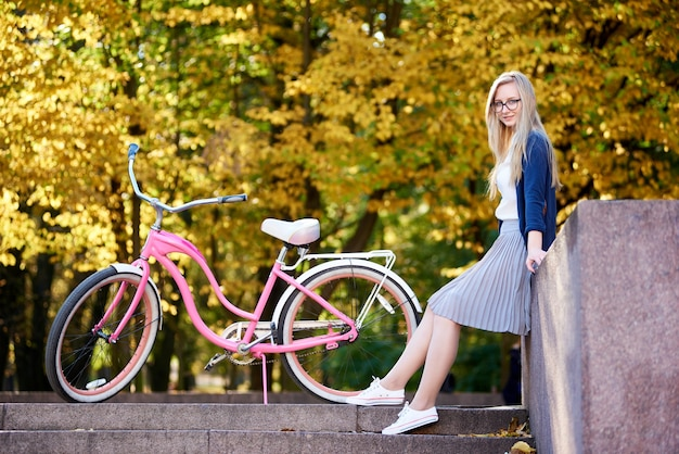 여자 사이클링 핑크 레이디 자전거