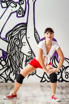 ダンスルームの女性ダンサー