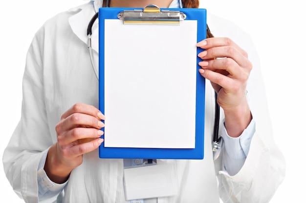 흰색 배경 위에 절연 여자 의사