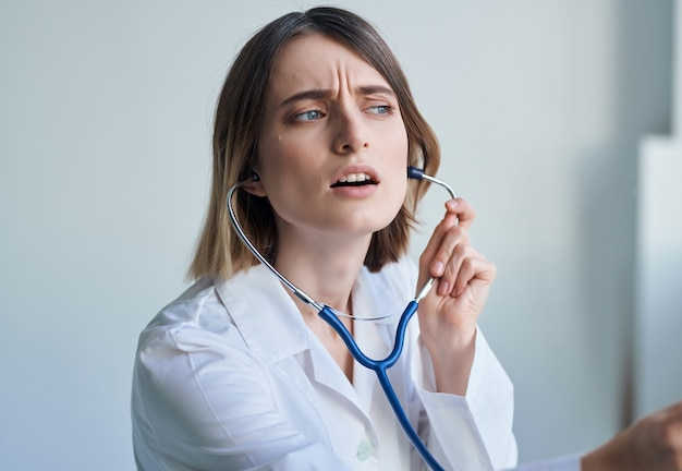 여자 의사 photoscope 심장 전문의 직업