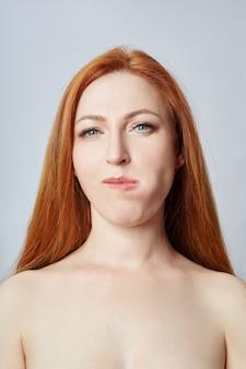 フェイシャルマッサージ、体操、マッサージライン、プラスチックの口目と鼻をしている女性