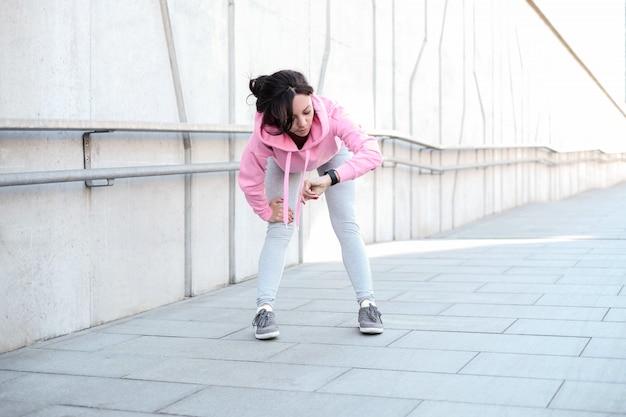 屋外スポーツをしている女性