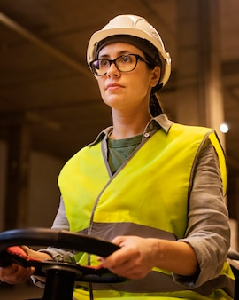 여자 운전 바닥 청소 기계