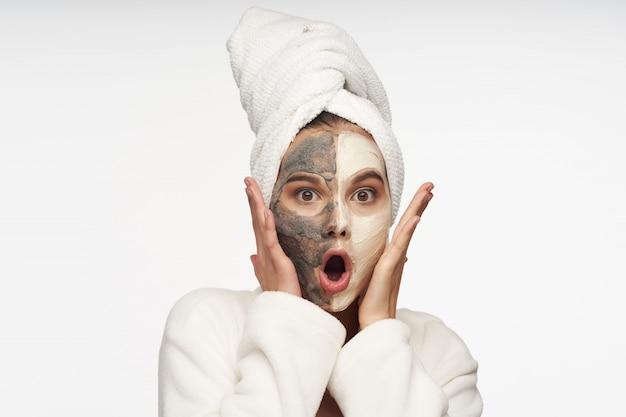Уход за лицом, маски и портрет женщины