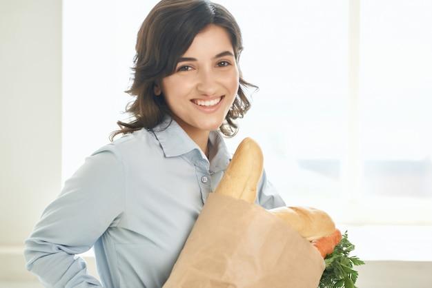 食料品の健康食品の宿題と女性の家族のシャツのパッケージ