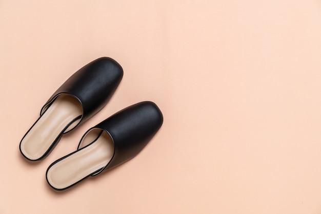 Женская модная кожаная обувь