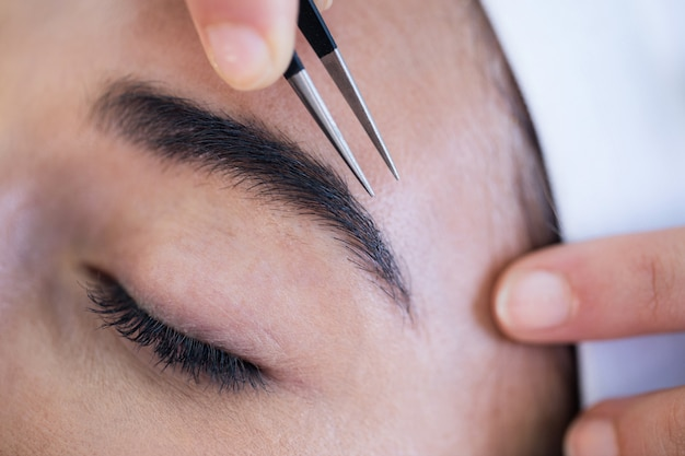 Woman getting her eyebrows shaped