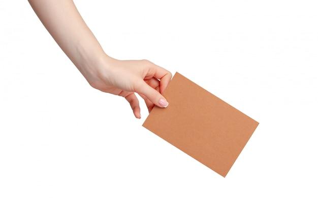 Карточка чистого листа дела владением руки женщины изолированная на белизне