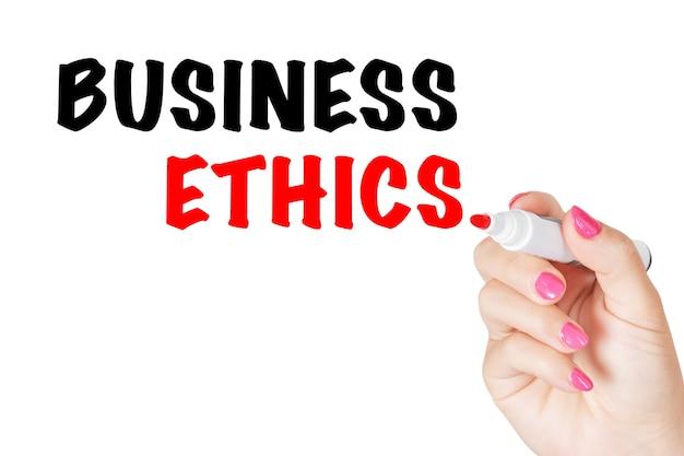 흰색 바탕에 투명 닦아 보드에 빨간색 표시와 함께 비즈니스 윤리 메시지를 작성 하는 여자 손. 3d 렌더링