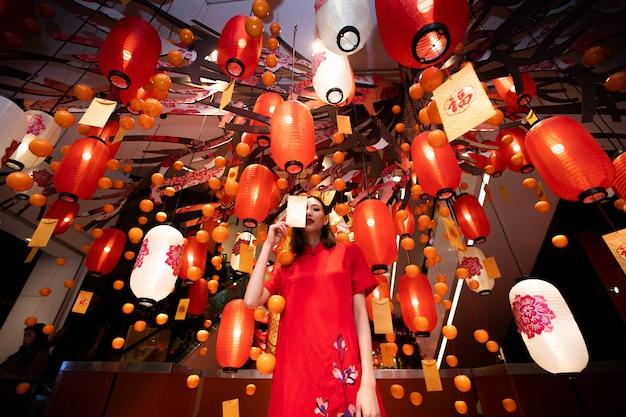 Woman happy китайский новый год валентина фестиваль