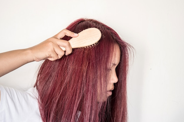 The woman have problem with her hair and try to comp her hair slowly
