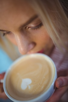 Woman having a cup of coffee in cafã©