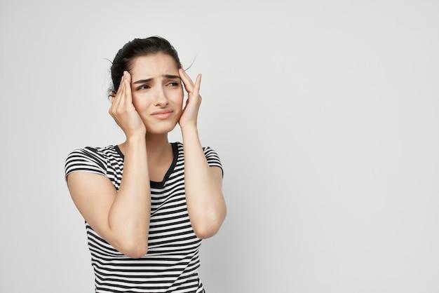 여자 두통 고통스러운 증후군 불편 격리 배경. 고품질 사진