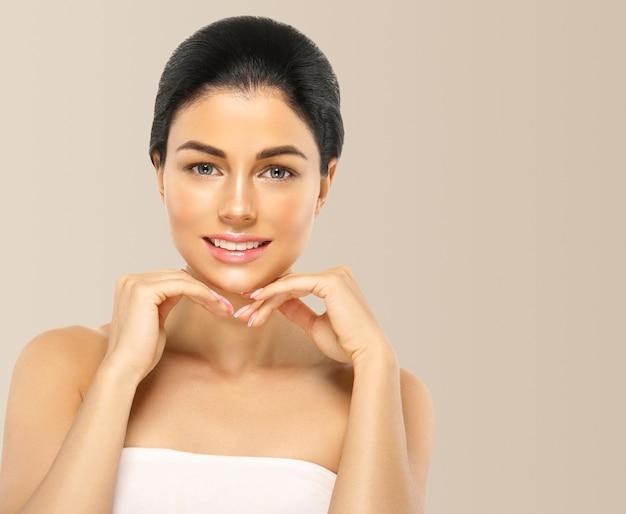 女性健康肌まつ毛エクステンション美容ナチュラルメイク化粧品年齢コンセプトカラー背景