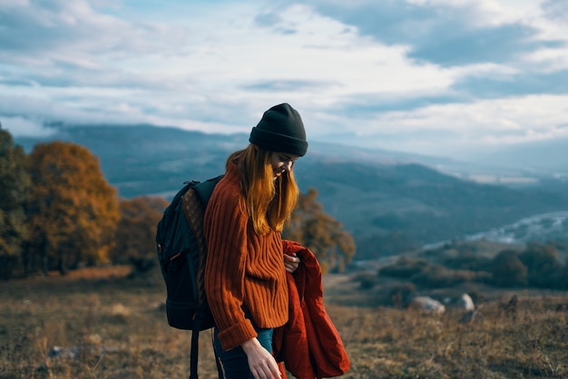 女性ハイカー旅行休暇散歩犬山
