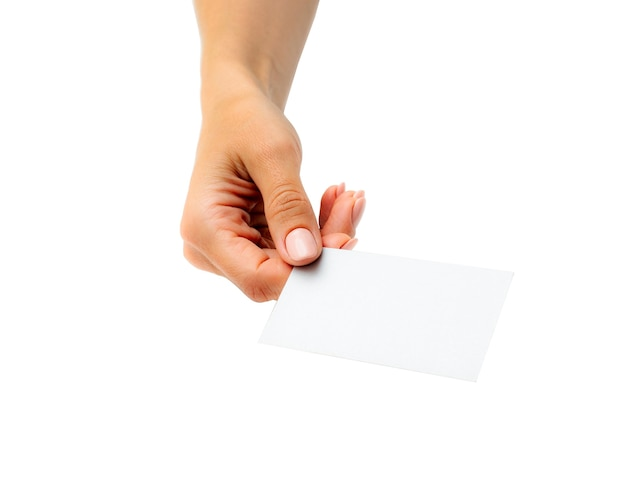 手に白い名刺を持っている女性は、白い背景で隔離。あなたのデザインのためのタンプレート。