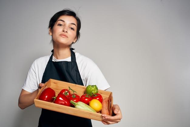여자 주부 야채 과일 건강 식품 밝은 배경