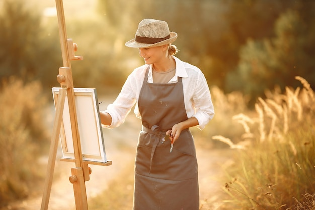 フィールドのエプロン絵画の女