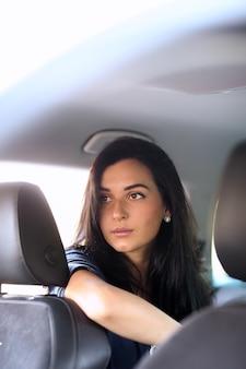 Женщина в машине