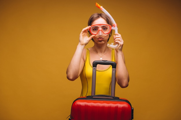 Женщина в маске для дайвинга