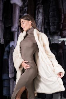 女性、毛皮、コート