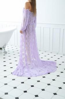 バスルームの女性