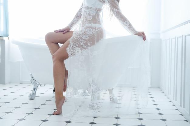 Женщина ванной комнаты