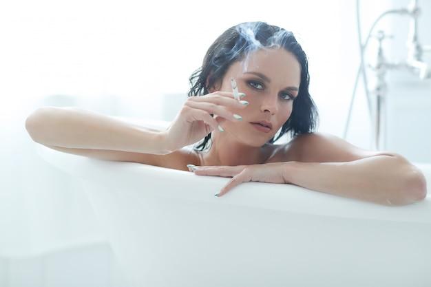 Женщина в ванной