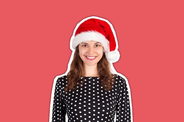 크리스마스 모자에 있는 여자. 새해 복 많이 받으세요 개념입니다.