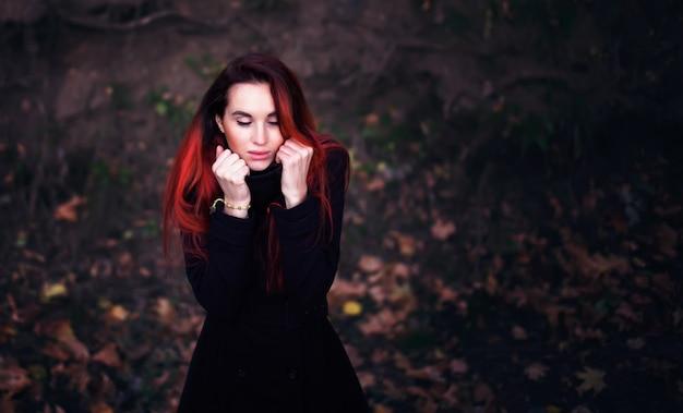 寒い秋の女