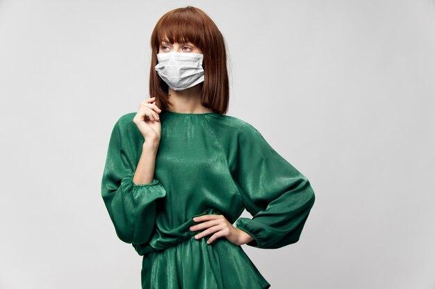 의료 마스크 바이러스 covid-19 포즈 패션 드레스 여자