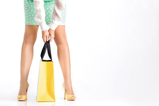 쇼핑백과 녹색 치마 여자