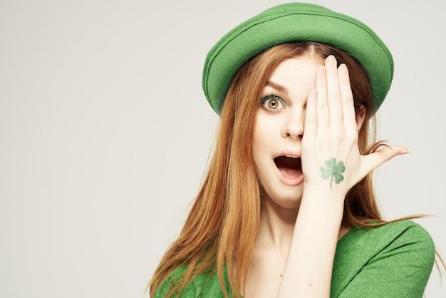 녹색, 성 패트릭의 날, 녹색 네 잎 클로버의 여자