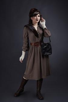 Женщина в стиле ретро 1920-х годов