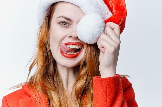 感情スタジオクリスマスポーズのサンタ帽子の女性