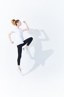 スポーツユニフォームエネルギーライフスタイルスタジオフィットネスの女性