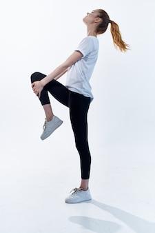 スポーツユニフォームの女性ポーズ運動トレーニングの動機。高品質の写真