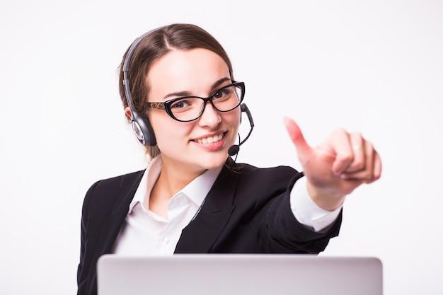 Женщина в концепции телефонных продаж, изолированные на белой стене